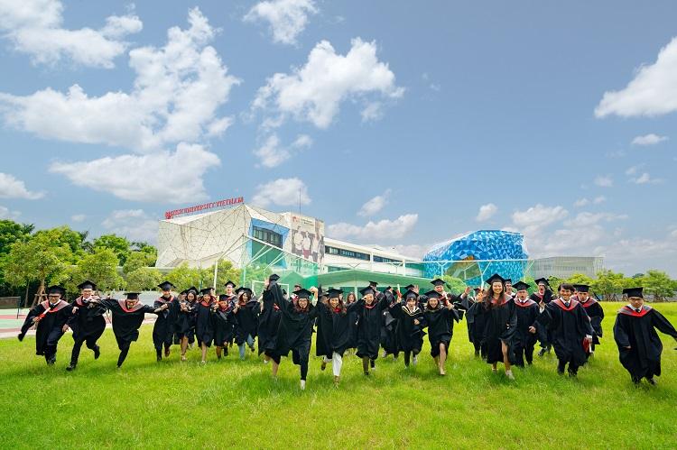 Sinh viên BUV trong ngày tốt nghiệp.