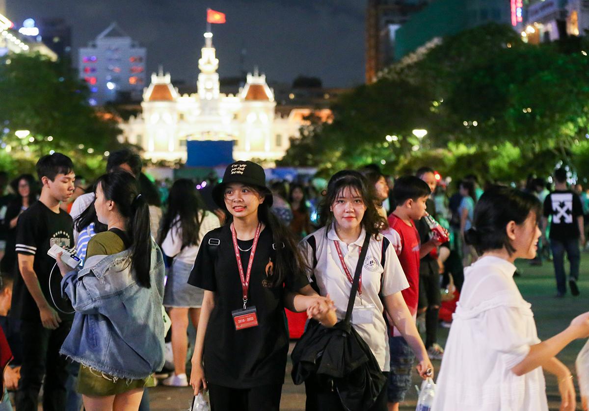Người dân vui chơi ở phố đi bộ Nguyễn Huệ, tháng 9/2019. Ảnh: Quỳnh Trần