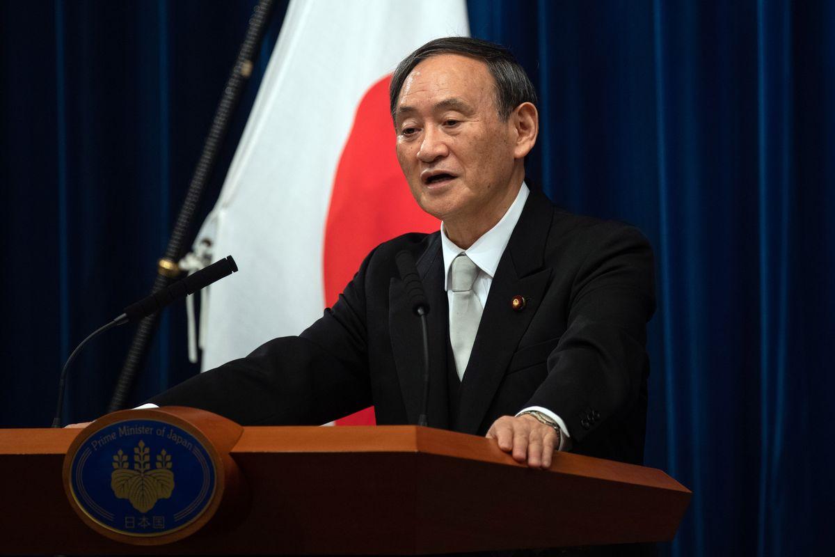 Thủ tướng Nhật Yoshihide Suga trong cuộc họp báo ở Tokyo sau khi nhậm chức hôm 16/9. Ảnh: Reuters.