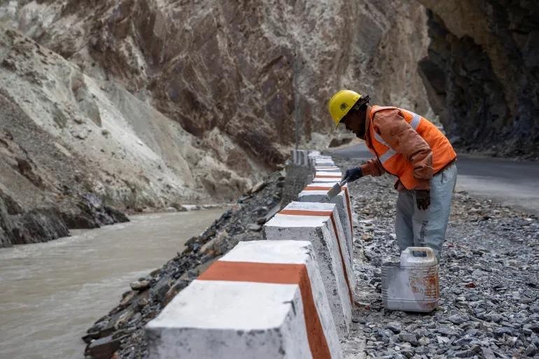 Ấn Độ chạy đua xây cầu đường biên giới để bắt kịp Trung Quốc - 4