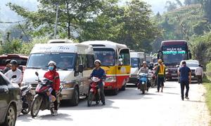 Quốc lộ 4D ùn tắc kéo dài nhiều giờ