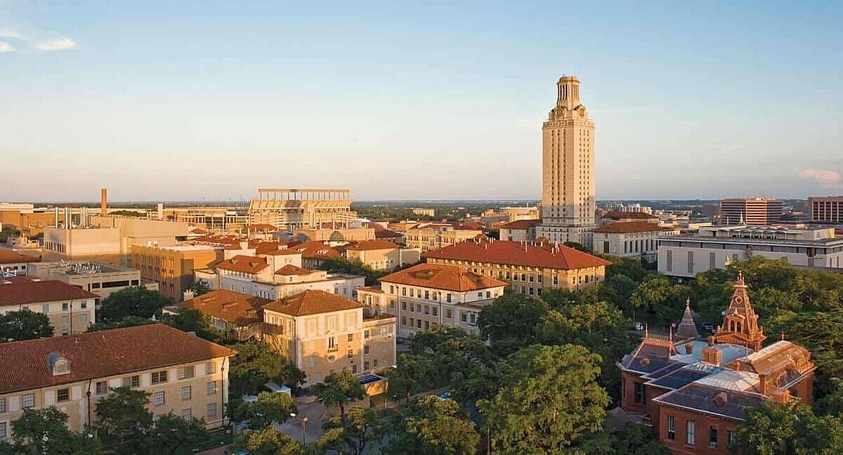 Đại học Texas nhìn từ xa. Ảnh: US News & World Report