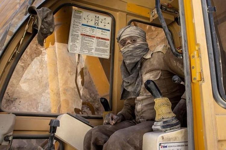 Công nhân của BRO làm việc ở công trình xây dựng đường cao tốc tại khu vực Ladakh, Ấn Độ, hôm 17/9. Ảnh: Reuters.