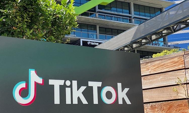Logo của ứng dụng video Trung Quốc TikTok bên ngoài văn phòng của công ty tại California, Mỹ hồi tháng 8. Ảnh: AFP.
