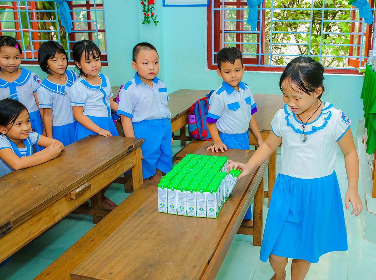Học sinh mầm non, tiểu học tại 6 huyện miền núi khó khăn của tỉnh Quảng Nam được uống sữa hoàn toàn miễn phí khi đến trường từ 01/06/2020