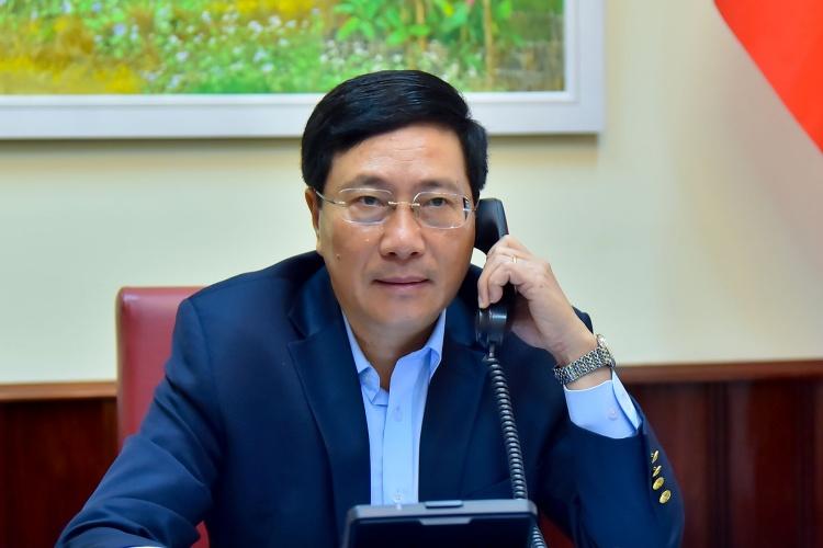 Phó thủ tướng Việt Nam Phạm Bình Minh điện đàm với Ngoại trưởng Philippines hồi tháng 3/2020. Ảnh: BNGVN.