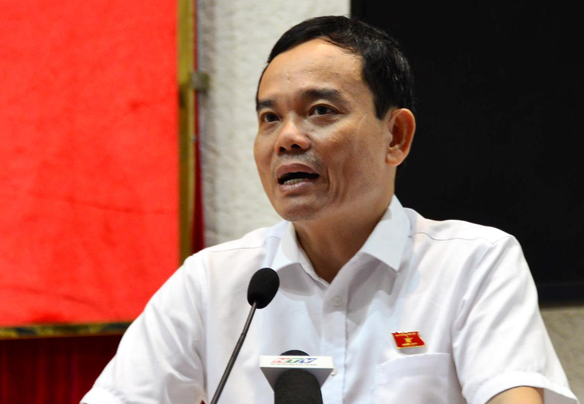 Phó bí thư Thường trực TP HCM Trần Lưu Quang trả lời thắc mắc của cử tri quận 1, 3 và 4 sáng 1/10. Ảnh: Trung Sơn.