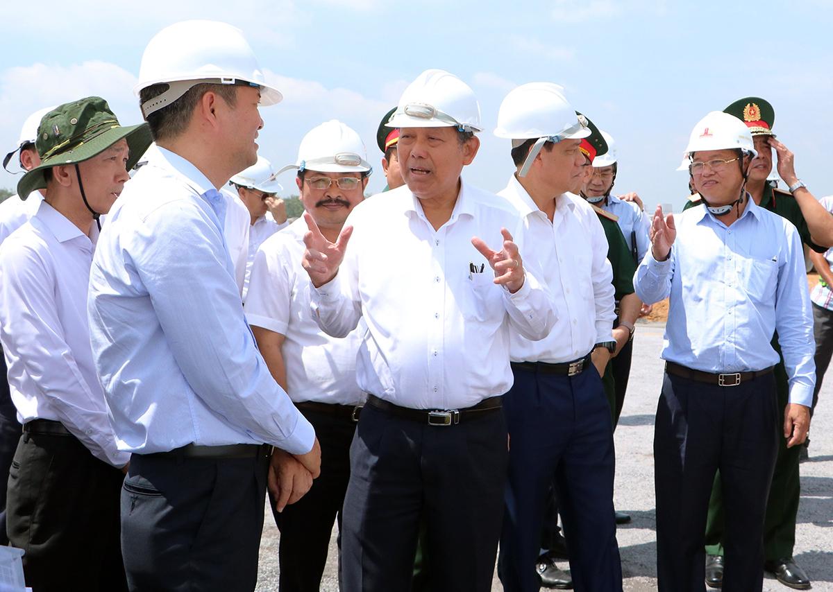 Phó Thủ tướng Trương Hòa Bình thị sát tại Khu tái định cư Lộc An - Bình Sơn ngày 30/9. Ảnh: Phước Tuấn