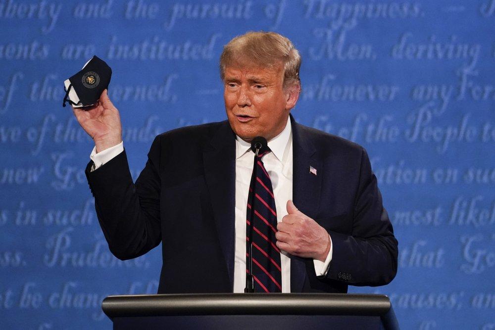 Cử tri Mỹ gốc Việt phát khóc khi nghe tin Trump nhiễm nCoV