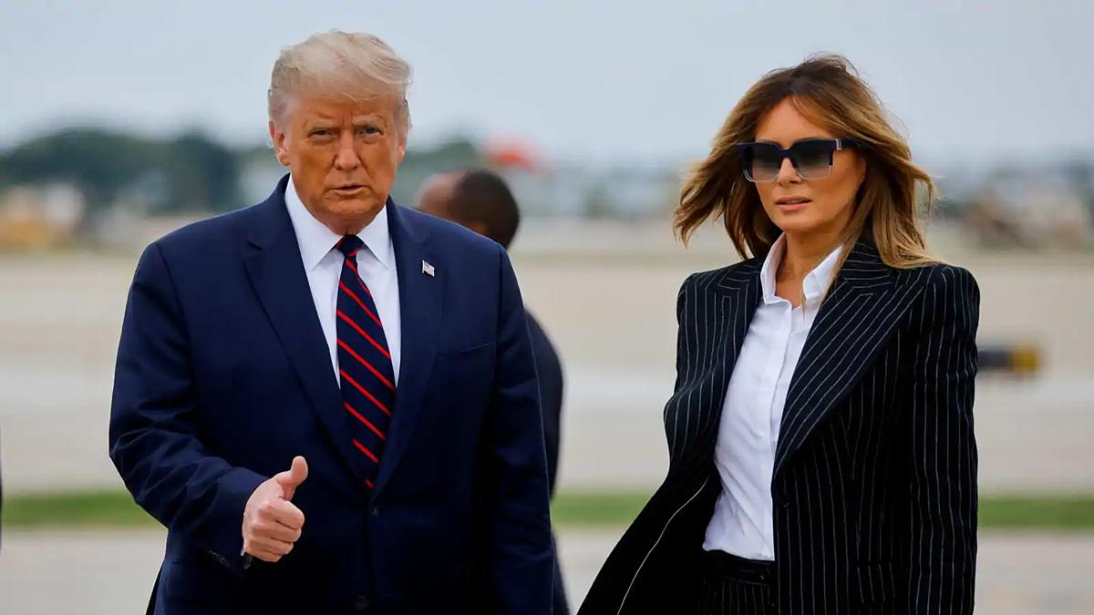 Trump và Melania tại một sân bay quốc tế ở Cleveland, bang Ohio hôm 29/9. Ảnh: Reuters.