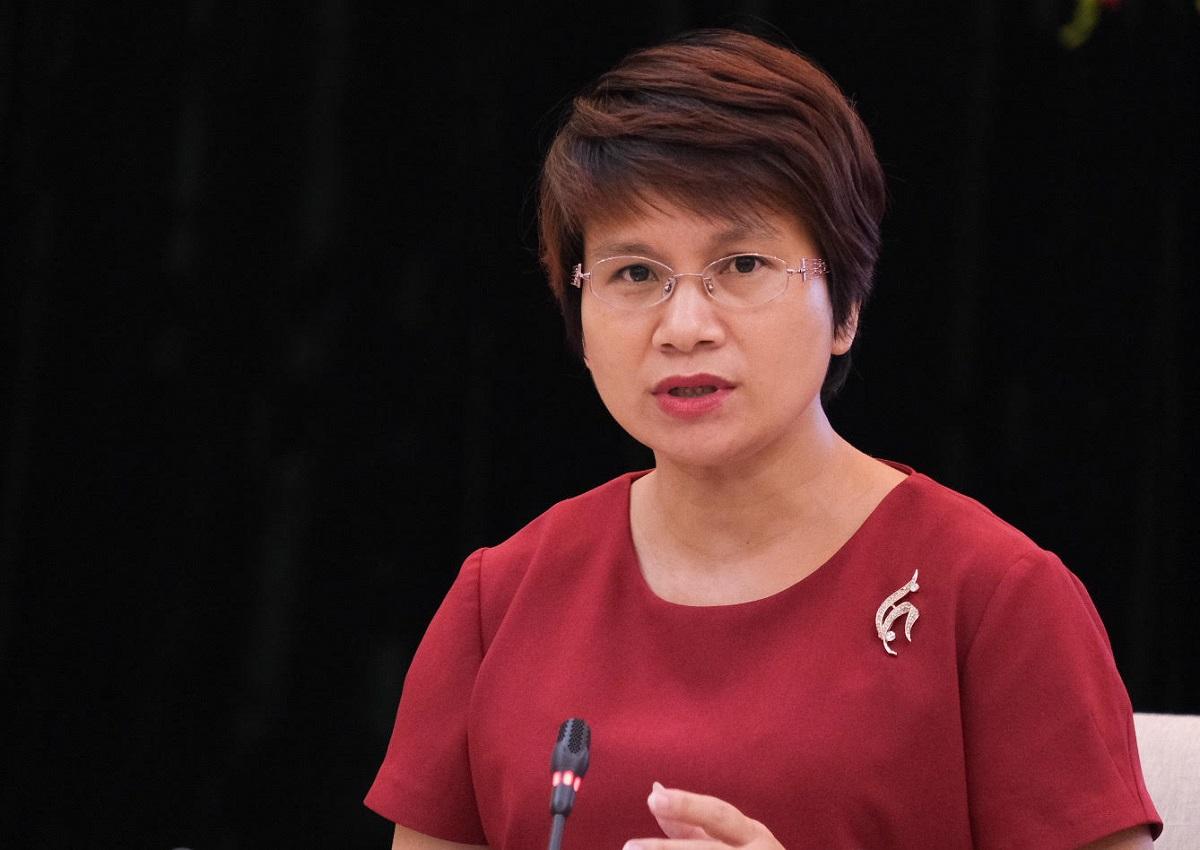 Bà Nguyễn Thu Thủy, Vụ trưởng Giáo dục đại học nói về nguyên tắc lọc ảo trong họp báo quý III của Bộ Giáo dục và Đào tạo hôm 30/9. Ảnh: Dương Tâm.