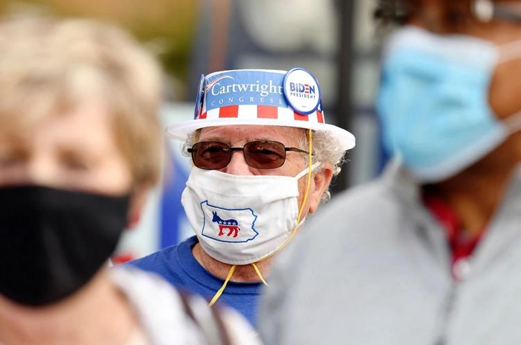 Người ủng hộ ứng viên tổng thống Mỹ đảng Dân chủ Joe Biden ở Wilkes-Barre, bang Pennsylvania. Ảnh: AP.