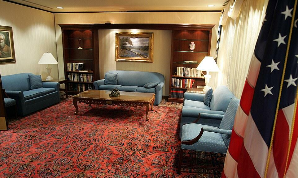 Phòng khách trong Phòng Tổng thống của Trung tâm Y tế Lục quân Walter Reed ở thủ đô Washington năm 2007. Ảnh: USA Today.
