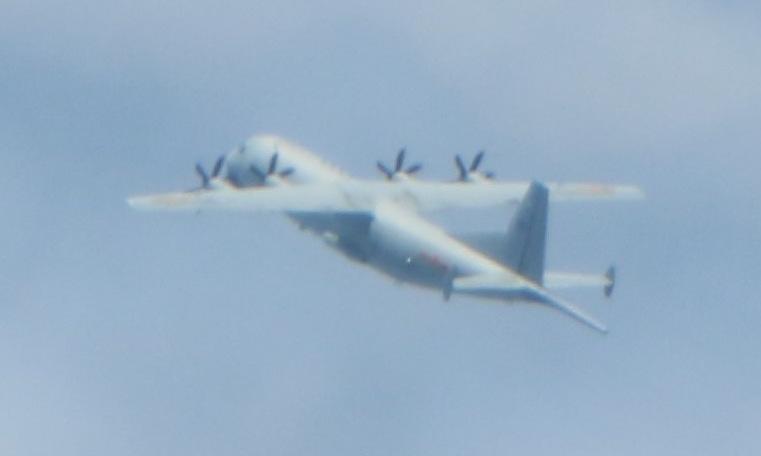 Máy bay Y-8 Trung Quốc bị tiêm kích Đài Loan bám đuôi hôm 1/10. Ảnh: Cơ quan phòng vệ Đài Loan.