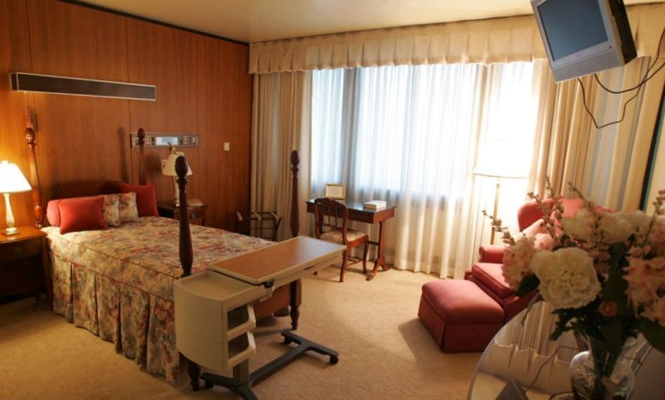 Phòng ngủ trong Phòng Tổng thống của Trung tâm Y tế Lục quân Walter Reed ở thủ đô Washington năm 2007. Ảnh: USA Today.