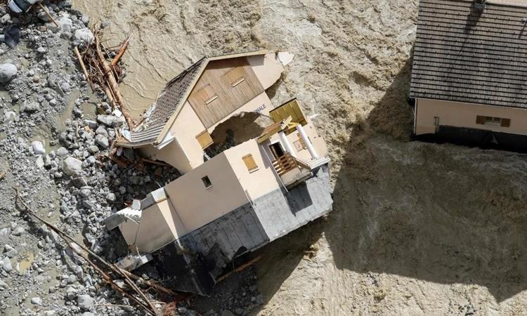 Một ngôi nhà bị nước lũ cuốn trôi ở Saint-Martin-Vesubie, Pháp. Ảnh: AFP.