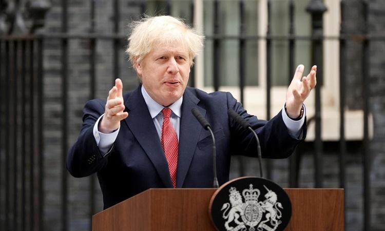 Thủ tướng Anh Boris Johnson phát biểu tại Phố Downing ở thủ đô London ngày 27/4 sau khi hồi phục Covid-19. Ảnh: Reuters.
