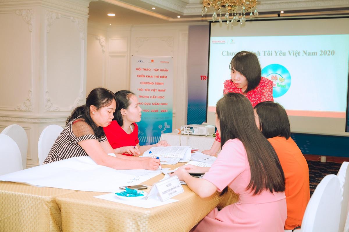Phần thảo luận của giáo viên lên kế hoạch triển khai đào tạo chương trình trong năm học (1)