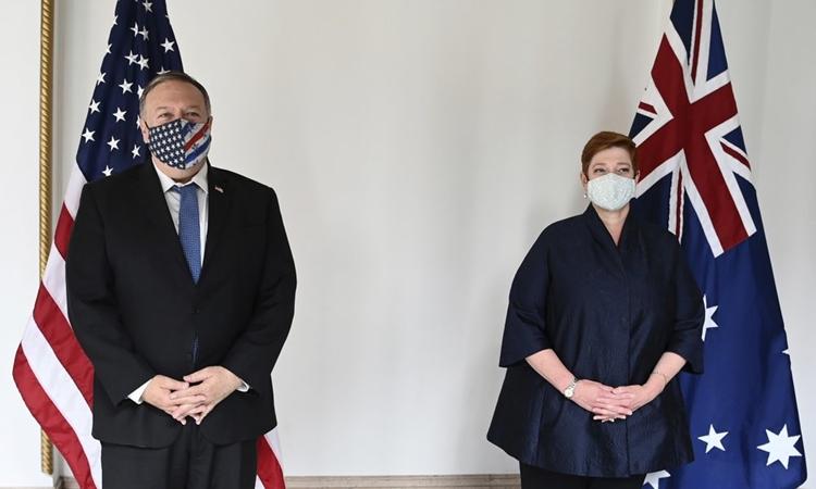 Ngoại trưởng Mỹ Mike Pompeo (trái) và Ngoại trưởng Australia Marise Payne tại Tokyo hôm 6/10. Ảnh: AP.