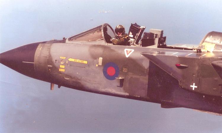 Tiêm kích Tornado không nắp kính buồng lái do phi công