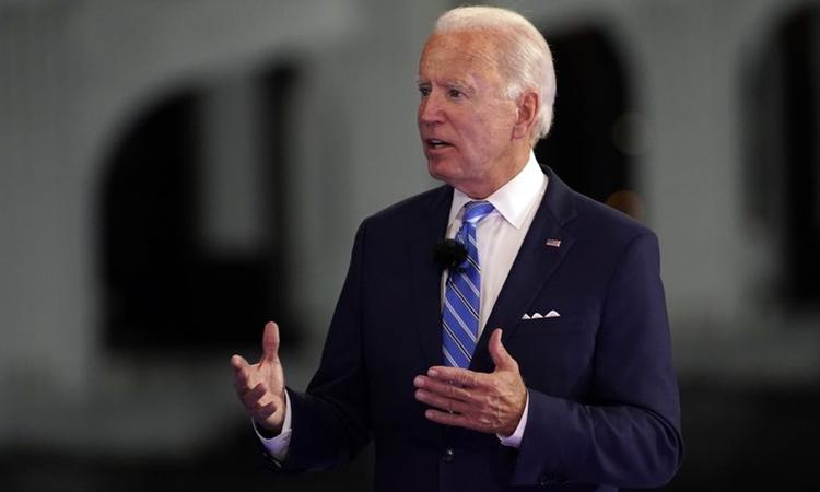 Ứng viên tổng thống đảng Dân chủ Joe Biden phát biểu ở Miami hôm 5/10. Ảnh: AP.