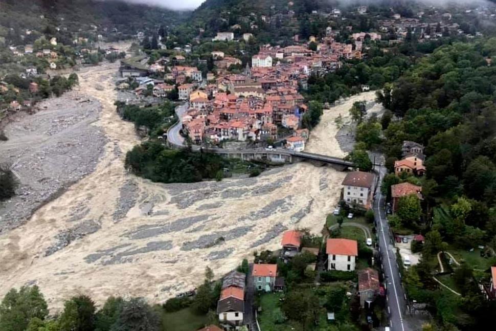Lũ lụt tàn phá khu vực Alpes Maritimes của Pháp hôm 3/10. Ảnh: AP.