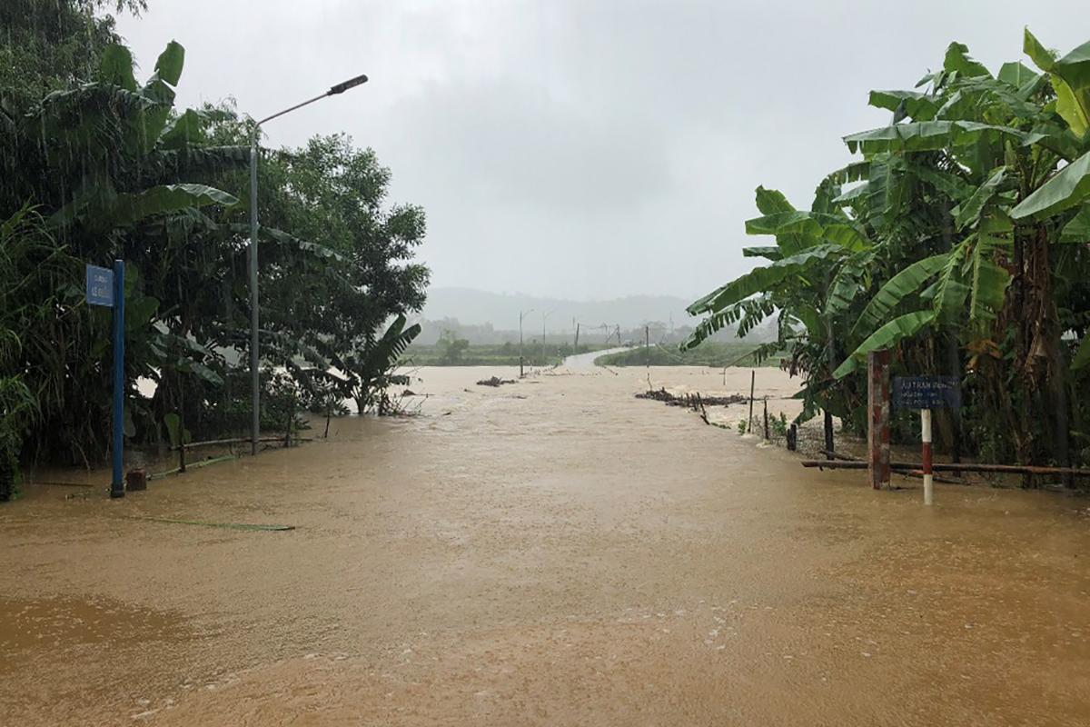 Huyện Minh Hoá cho 14 nghìn học sinh nghỉ học vì đường giao thông ở một số xã bị ngập sâu, chia cắt. Ảnh: Phan Phương