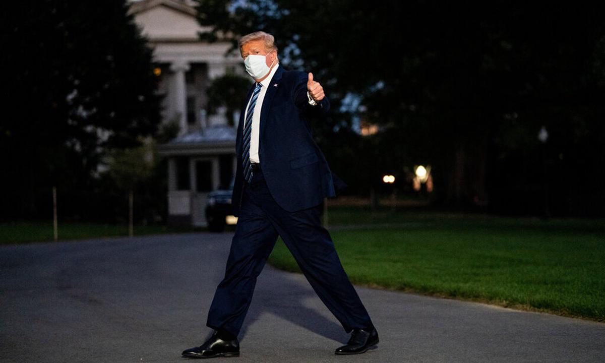 Tổng thống Donald Trump trở về Nhà Trắng tối 5/10. Ảnh: NYTimes.