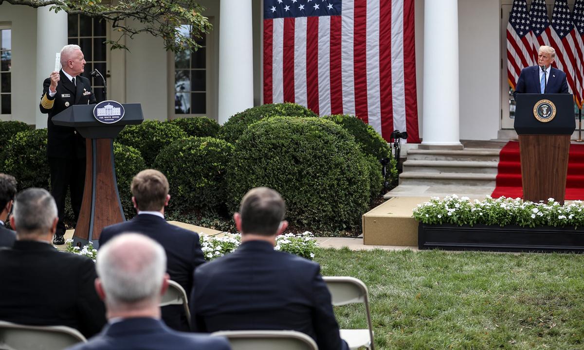 Tổng thống Trump (phải) tại sự kiện ở Nhà Trắng hôm 28/9. Ảnh: Washintgton Post.