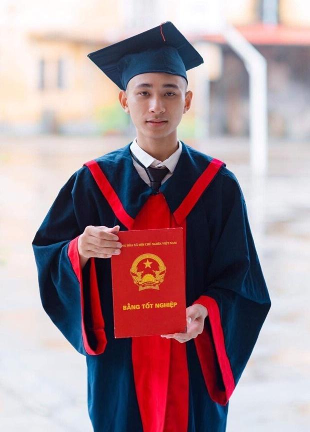 Nguyễn Văn Kiên trong buổi chụp kỷ yếu. Ảnh:Nhân vật cung cấp