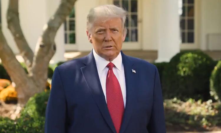 Tổng thống Mỹ Donald Trump trong video ghi tại Vườn Hồng, Nhà Trắng, ngày 7/10. Ảnh: Twitter/Donald J.Trump.