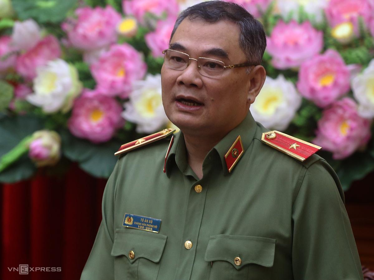 Thiếu tướng Tô Ân Xô phát biểu trong họp báo sáng 8/10. Ảnh: Bá Đô