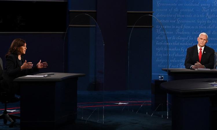 Pence và Harris tranh luận về các vấn đề. Ảnh: AFP.