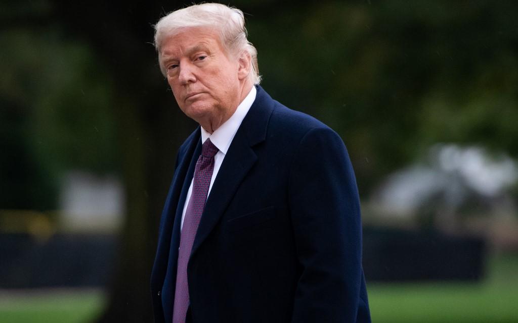 Tổng thống Mỹ Donald Trump trở về Nhà Trắng sau chuyến vận động tranh cử ở New Jersey hôm 1/10. Ảnh: AFP.