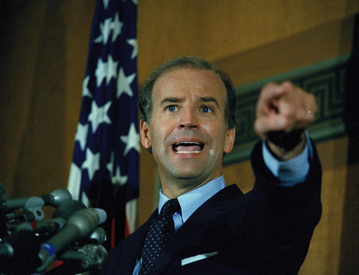 Thượng nghị sĩ Joe Biden trong cuộc họp báo