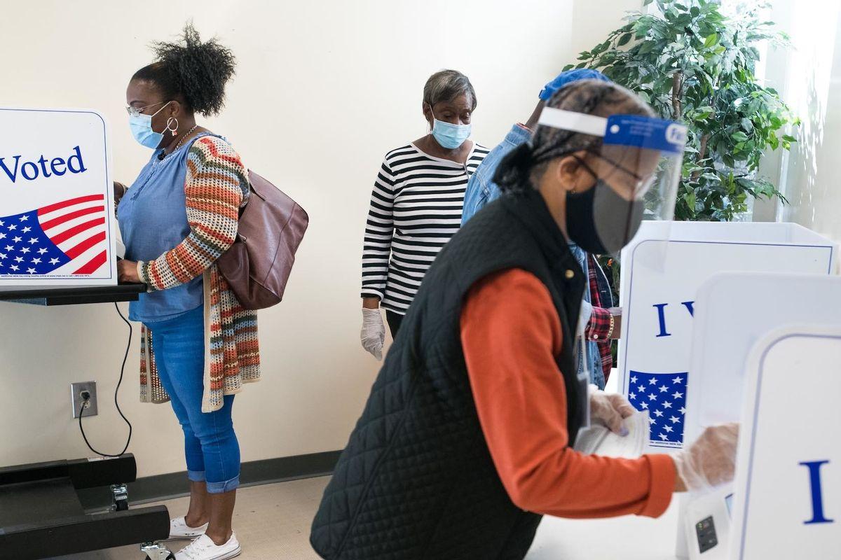 Cử tri bỏ phiếu sớm tại Nam Carolina ngày 6/10. Ảnh: AFP.
