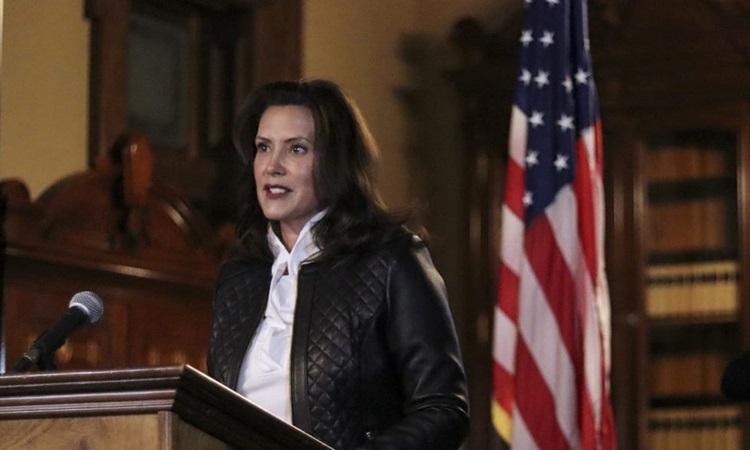 Thống đốc Michigan Gretchen Whitmer phát biểu tại cuộc họp báo hôm 8/10 sau khi 13 người bị bắt vì cáo buộc âm mưu bắt cóc bà và tấn công tòa nhà nghị viện bang. Ảnh: Reuters.