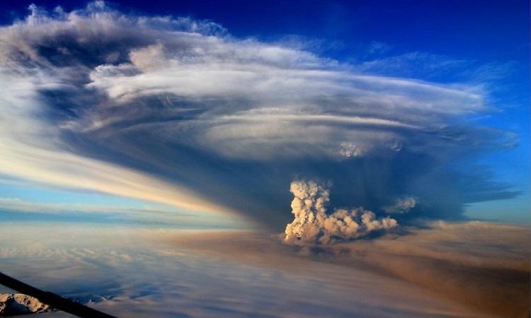 Núi lửa Grímsvötn trong vụ phun trào năm 2011. Ảnh: Earthsky.