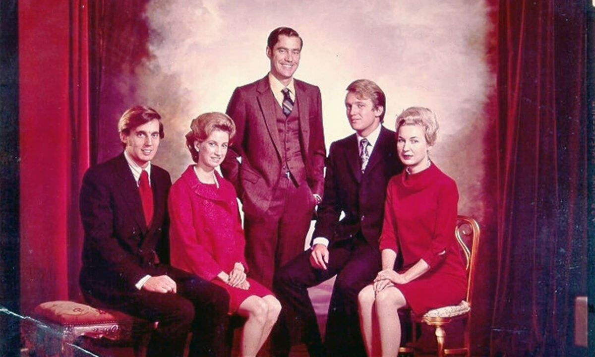 Robert Trump, Elizabeth Trump, Fred Trump Jr., Donald Trump và Maryanne Trump, từ trái qua phải, trong bức ảnh gia đình không ghi thời điểm chụp. Ảnh: Trump family.