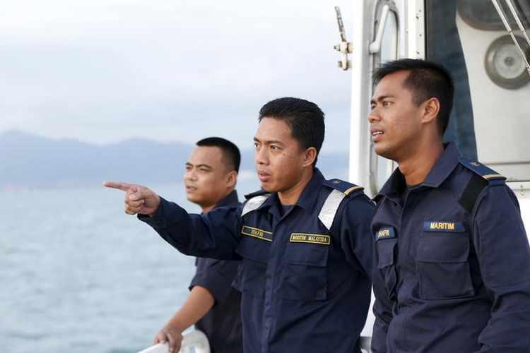 Cảnh sát biển tuần tra quanh đảo Langkawi ở bang Kedah, Malaysia, ngày 12/5/2015. Ảnh: Reuters.