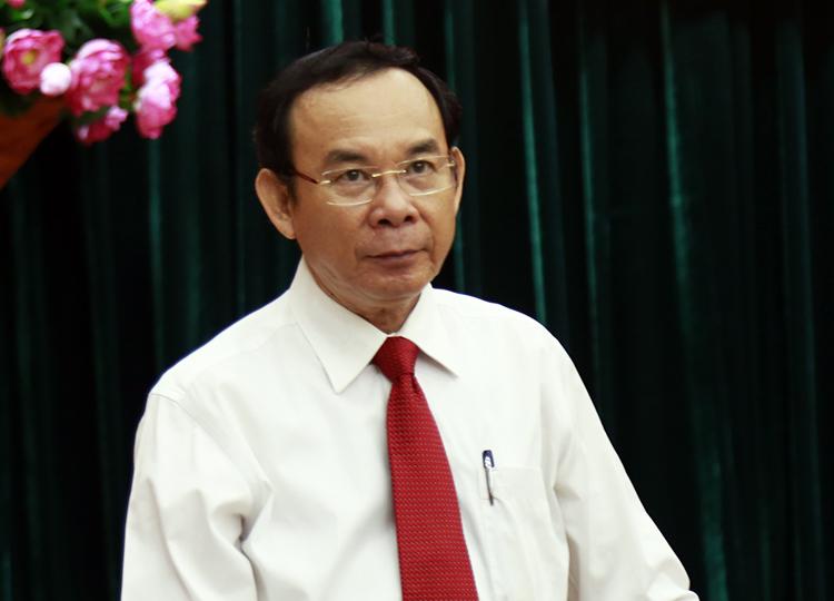 Ông Nguyễn Văn Nên tại hội nghị công bố quyết định sáng nay. Ảnh: Hữu Công