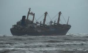 Cứu 16 thuyền viên trên con tàu đổ nghiêng