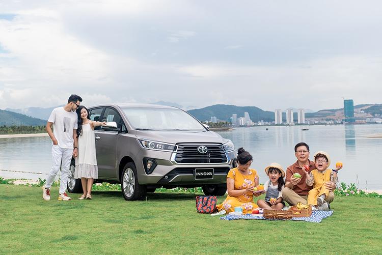 A family using Innova 2020.