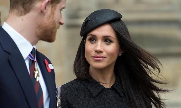 Meghan Markle cùng Hoàng tử Harry tham dự lễ Tạ ơn và Tưởng niệm ngày ANZAC ở Tu viện Westminster tại London, Anh, ngày 25/4/2018. Ảnh: Reuters.
