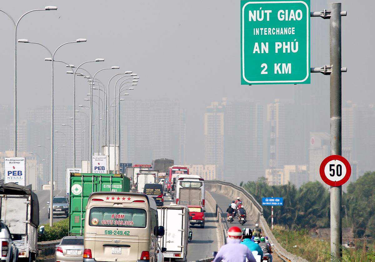 Đường dẫn cao tốc TP HCM - Long Thành - Dầu Giây tới nút giao An Phú luôn đông xe. Ảnh: Gia Minh.