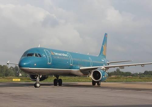 Máy bay Vietnam Airlines tại sân bay Vinh. Ảnh: Hải Bình.