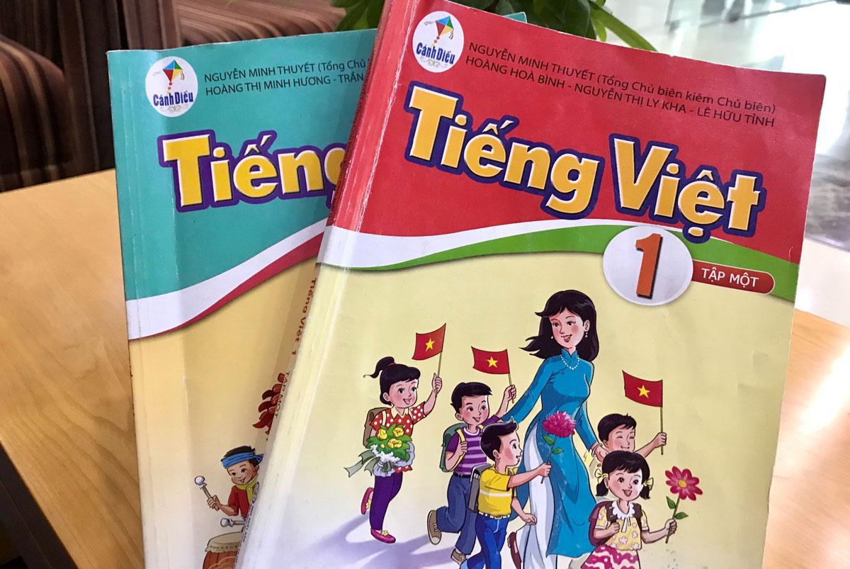 Hai quyển sách Tiếng Việt lớp 1 bộ Cánh Diều. Ảnh: Dương Tâm.