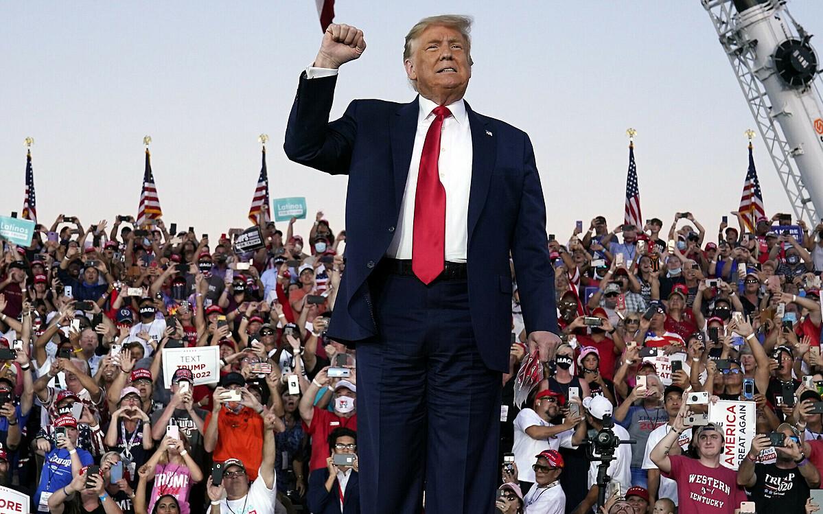 Tổng thống Mỹ Donald Trump tại buổi vận động tranh cử ở Sanford, bang Florida, hôm 12/10. Ảnh: AP.