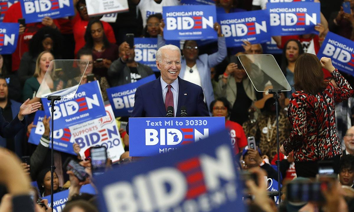 Ứng viên dân chủ Biden tại sự kiện vận động tranh cử ở Detroit hồi tháng 3. Ảnh: AP.