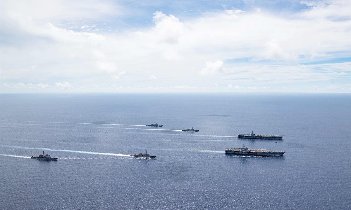 Tàu sân bay USS Ronald Reagan và USS Nimitz, cùng đội tàu của Mỹ ở Biển Đông hồi tháng 7. Ảnh: Hải quân Mỹ.
